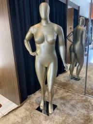 Título do anúncio: Manequim em fibra plus feminino dourado