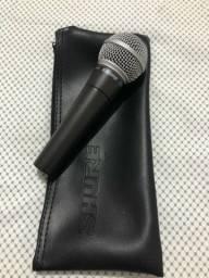Microfone Shure SM Series SM58 cardióide e unidirecional