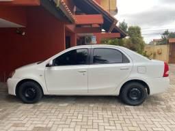 Toyota Etios XS modelo 2016 impecável