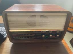 Rádio e telefone antigos