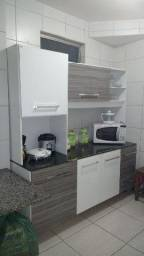 Armário de cozinha branco com cinza