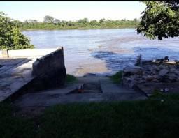 Vendo uma linda casa na cidade de Aruana na beira do rio
