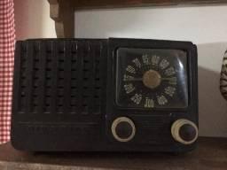 Rádio antigo de baquelite