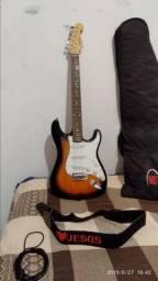 Guitarra em bom estado usada poucas vezes 300.00