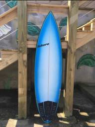 Prancha de surf semi nova !! Barbada