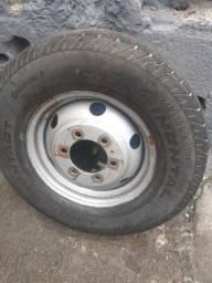 Roda com pneu iveco 16