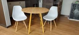 Conjuntos Mesa e Cadeira