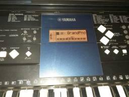 Teclado Yamaha psr e333