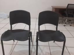 Vendo 2 cadeira novas
