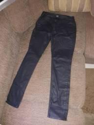 937a3ce7273 Vendo duas calças femininas e um casaco feminino