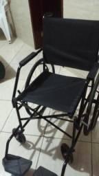 Cadeira de rodas cor preta