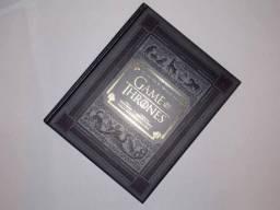 """Vendo livro """"Game of Thrones guia por dentro da série"""""""