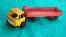 Caminhão brinquedo antigo