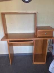 Mesa para computador de cerejeira