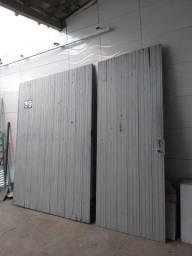 Portão de madeira maciça