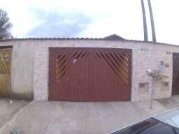 Casa com piscina e 03 dormitórios em Mongaguá
