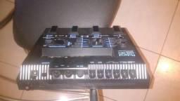 Pedaleira sintetizador GR30 Roland