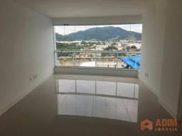 Apartamento com 2 suítes e 2 demi-suítes com 3 vagas privativas na Barra Sul