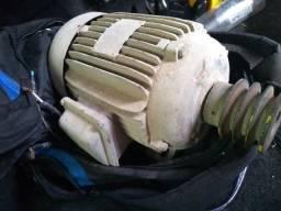 Motor trifásico