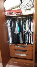 Guarda roupas grande