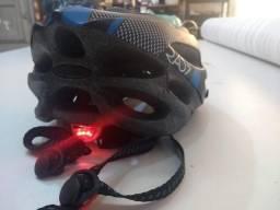 Capacete de segurança p bicicleta c luz led de advertencia perfeitas condições 120 reais