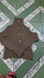 Casacos de lã e cachecóis variados