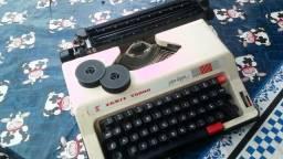 Máquina de escrever com maleta