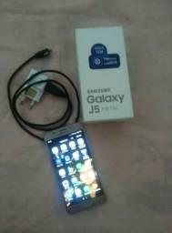 Vendo Samsung j5 16 giga praime tem trinco mas usar normal pra vende