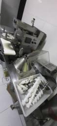 2 máquinas para fabricação de salgados profissionais
