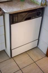 Máquina de Lavar Louças / Lava Louças Brastemp  / 127V / em Metal Branco 88 cm x  65 cm x