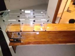 Vendo balcão rústico tamanho 2.95 de largura por 1 metro de altura.