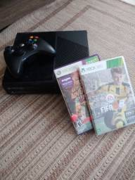 Xbox 360 + 1 controle + Kinect + 2 jogos