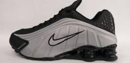 Nike Shox R4 e Oakley