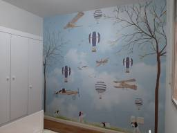 Instalação de papel de parede.