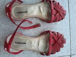 Sandália vermelha número 32