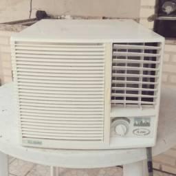 Ar condicionado Elgin 6000 Btus 127V Gelando!!!