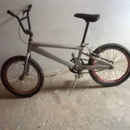 Vendo bicicleta quadro de alumínio toda no rolamento