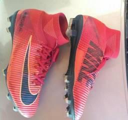 Chuteira botinha Nike