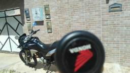 Vendo ou troco por carro no msm valor da moto - 2014