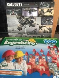 Lote brinquedos DVDs e livros infantis
