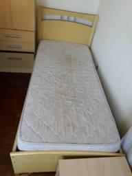 Cama de solteiro e Colchão (tem que desmontar a cama)