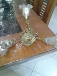 Vendo dois lindos lustres de bronze e Cristal antigo inteiro.