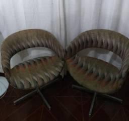2- Poltronas giratórias com pés cromados