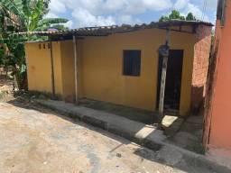 Casa no Nova Vitoria com dois cômodos e banheiro interno