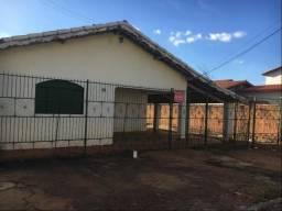 Casa com 3 dormitórios para alugar por R$ 800/mês - Centro - Gurupi/TO