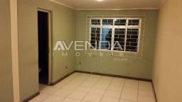 Studio térreo, com uma peça ampla, cozinha com planejado, vaga de garagem coberta