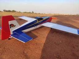 Aeromodelo extra 300