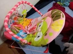 Cadeira de bebe vibra e toca musica