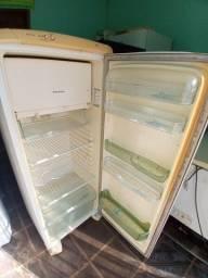 Vende-se geladeira Electrolux RDE32