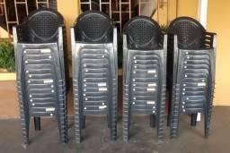 Cadeiras de plástico